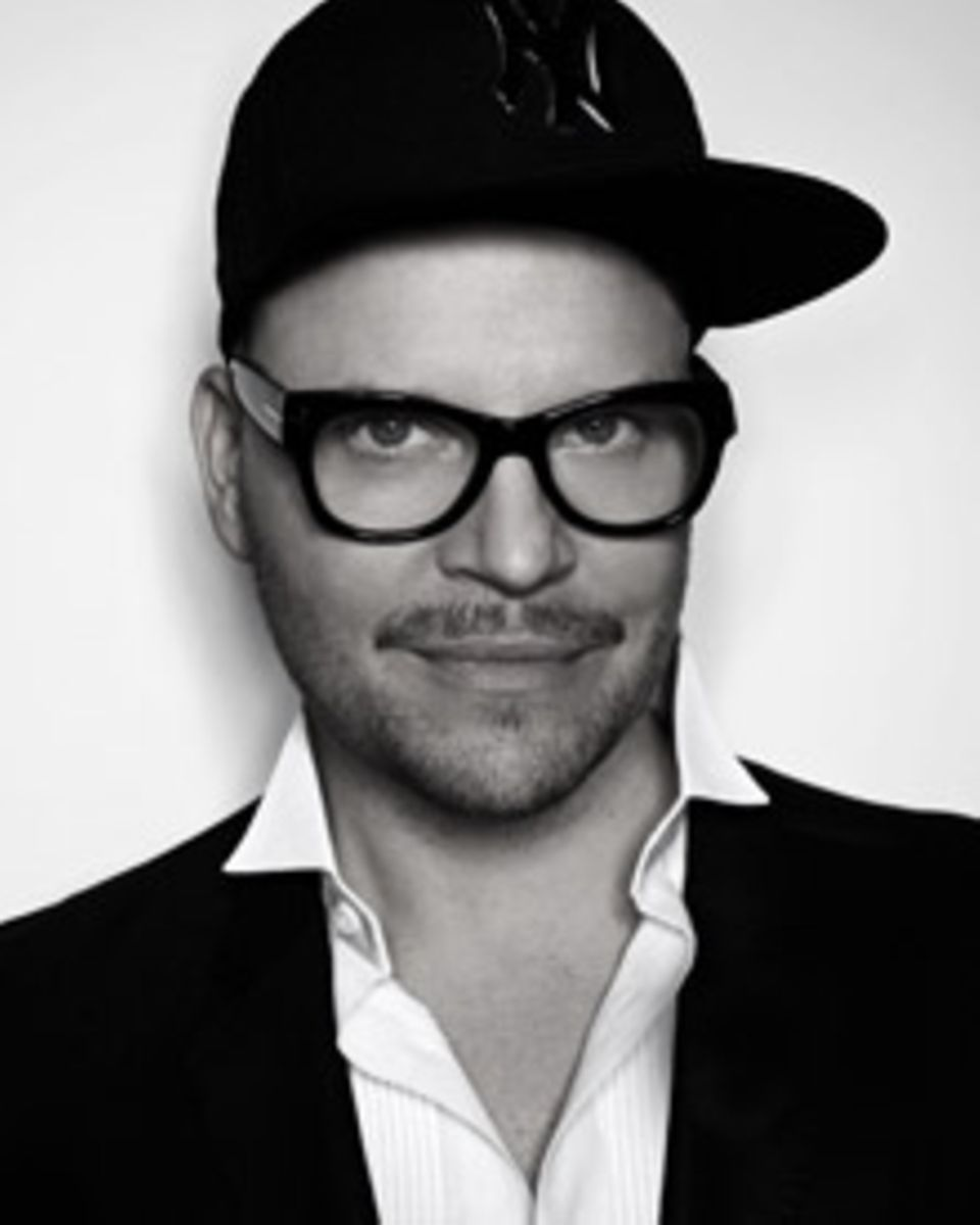 Armin Morbach ist ein echtes Multitalent – Haar-Experte und Visagist, Fotograf und Blattmacher.