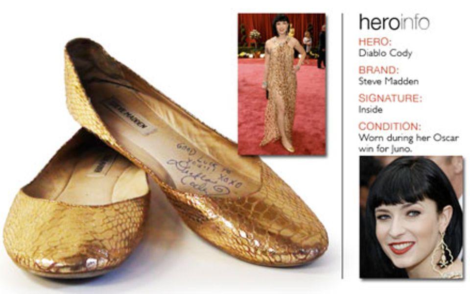 """Diablo Cody versteigert die goldenen Ballerinas, die sie bei ihrer Oscar-Auszeichnung für """"Juno"""" trug."""