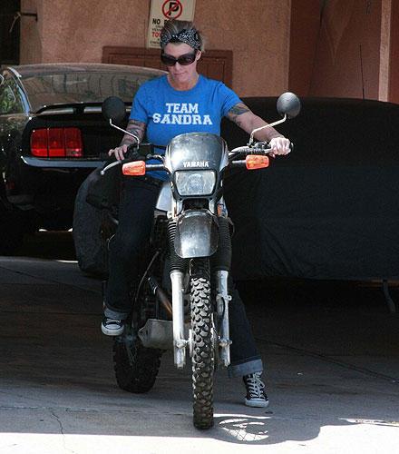 """Melissa Smith trägt ein """"Team Sandra""""-Shirt. Wohl eher Spott als Reue!"""