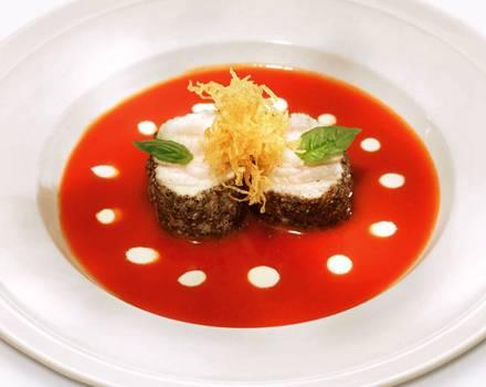 Tomatensuppe mit Seeteufelfilet.