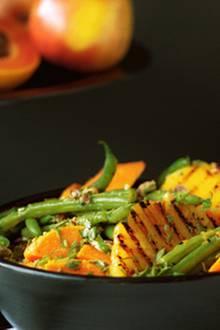 Süßkartoffel-Salat mit Bohnen und Ananas