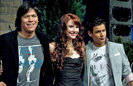 """Chaske Spencer, Bryce Dallas Howard und Bronson Pelettier lächeln beim Fanevent für """"New Moon"""" in Berlin."""