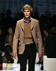 Bei der Mailänder Männer-Modewoche eröffnete Kim-Fabian von Dall'Armi die Prada-Show.