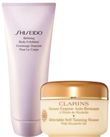 """""""Refining Body Exfoliator"""" von Shiseido und """"Mousse Exquise Auto-Bronzante"""" von Clarins."""