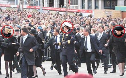 Panik bricht aus bei dem Memorial Day: Kronprinzessin Máxima, Kronprinz Willem-Alexander und Königin Beatrix werden von ihren Bo