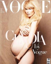 Stolz zeigt Claudia Schiffer ihren wachsenden Babybauch.