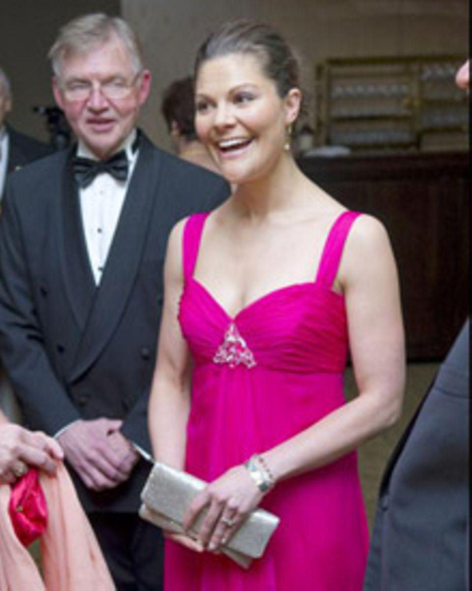 So strahlend schön und für ihre Verhältnisse ganz schön dekolletiert zeigte sich Kronprinzessin Victoria von Schweden in Seattle
