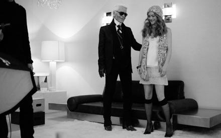 Der meister und seine Muse: Karl Lagerfeld am Set mit Vanessa Paradis.