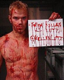 Kellan Lutz hat eine blutige Botschaft für die Twitter-User.