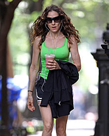 Gestählte Arme, definierte Beine: Kein Gramm Fett ist an Sarah Jessica Parkers Body auszumachen. Trotzdem will sie ihr Sportpens