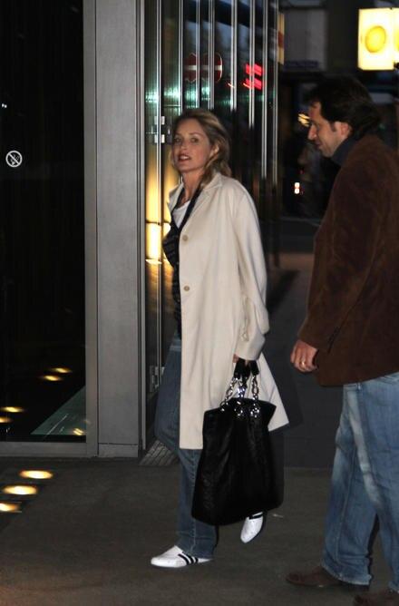 Sharon Stone auf dem Weg in ihr Hotel.