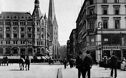 Im Mai 1910 eröffnet die erste Parfümerie Douglas am Neuen Wall Nr. 5 - eine der besten Adressen der Hansestadt Hamburg.