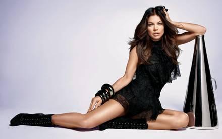 """Sängerin Fergie posiert für die Kampagne ihres ersten Duftes """"Outspoken""""."""