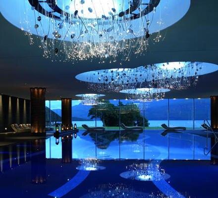Nicht nur am Pool scheinen Architektur und Natur ineinander überzugehen.