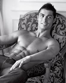 Dieses Sixpack! Cristiano Ronaldo macht als Jeans-Model eine tolle Figur.