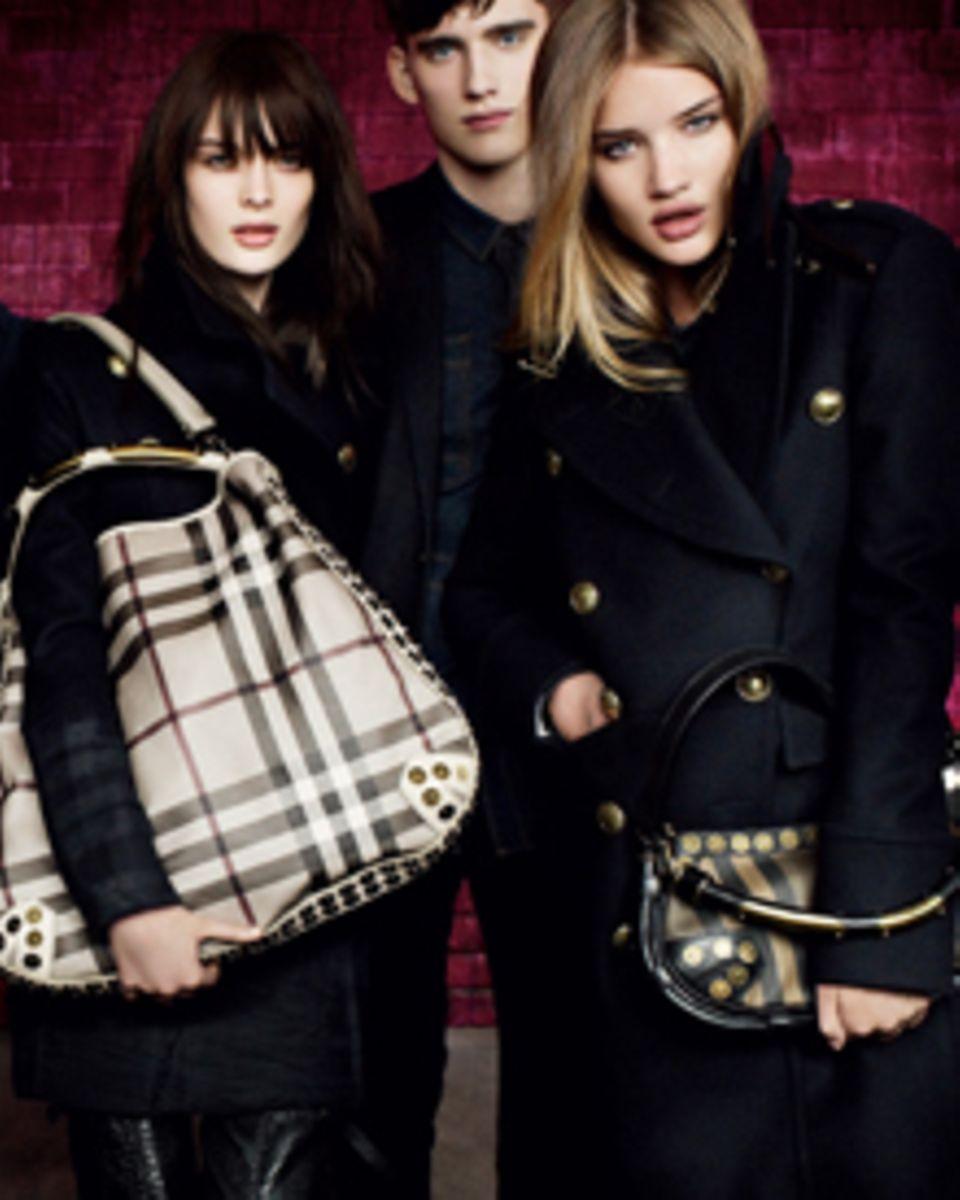 Rosie Huntington Whiteley stellte in der Herbst/Winter 2010 von Burberry mal wieder ihre Qualitäten als Model unter Beweis.