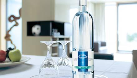 Immer gern gesehene Gäste - die Premium-Mineralwässer von Staatl. Fachingen.