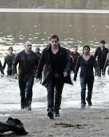 Eine Armee von jungen Vampiren bringt Bellas Leben ernsthaft in Gefahr.