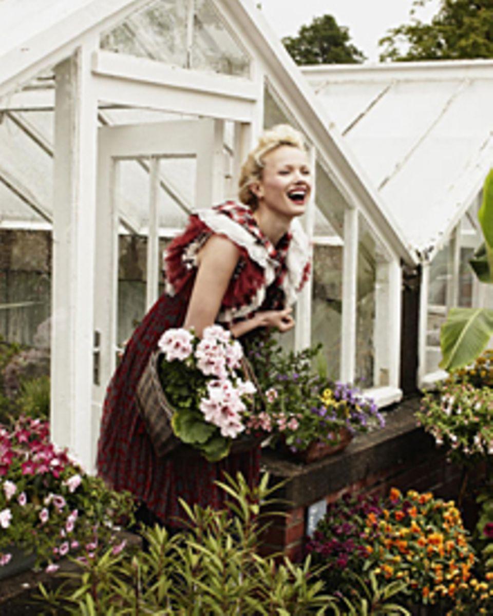 Model Franziska Knuppe pflanzt in ihrem Garten nach Lust, Laune und Farben.