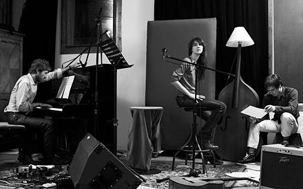 Die Indie- Ikone: Mit ihrem Singer/Songwriter-Stil ist Charlotte Gainsbourg zum Liebling der Alternativ-Pop-Szene aufgestiegen.