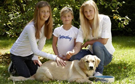 """Lilli, Emma und Luna Schweiger sind mit """"die Pfotenbande"""" im Januar 2010 im TV zu sehen."""