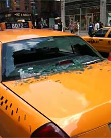 So sah das Taxi nach der Kollision mit Joseph Gordon-Levitt aus.