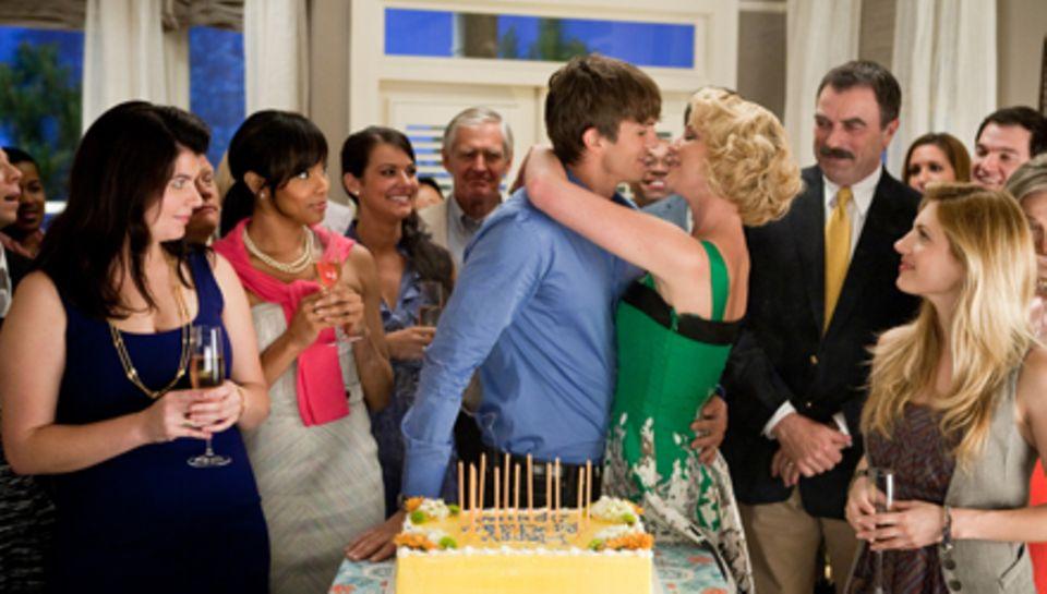 Überraschungsparty in der Klischee-Nachbarschaft: Alle haben sich lieb, am meisten Spencer (Ashton Kutcher) und Jen (Katherine H
