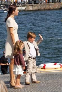 Zum 500. Geburtstag der dänischen Marine zeigte sich Prinzessin Mary mit Christian und Isabella und ganz wenig Babybauch.