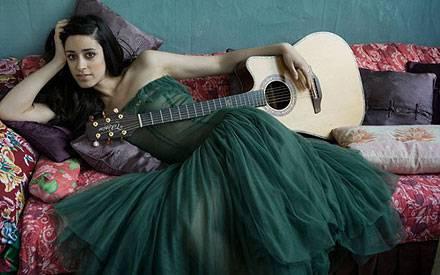 Graziella Shazad spielt seit ihrem dritten Lebensjahr Gitarre.