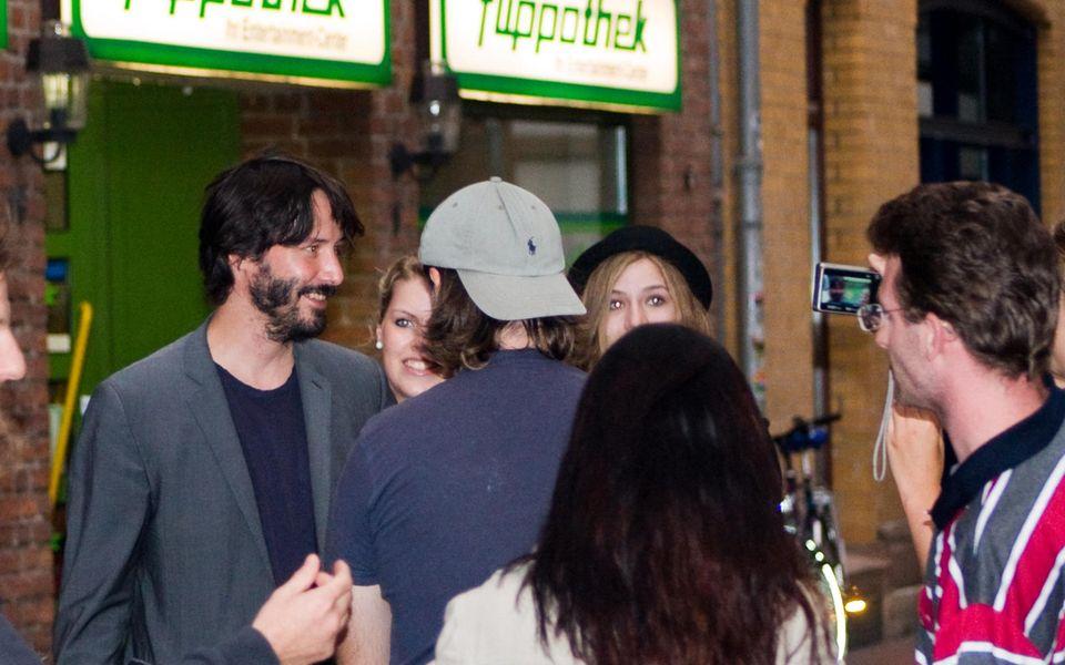 Keanus Reeves mit Fans in der Göttinger Innenstadt.