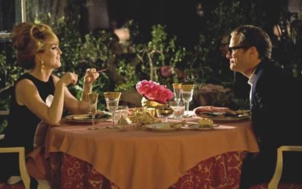 Charley (Julianne Moore) versucht George (Colin Firth) von seiner Trauer zu befreien