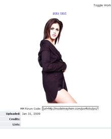 """So präsentierte Hayley Crook sich auf der Portfolio-Seite """"modelmayhem.com""""."""