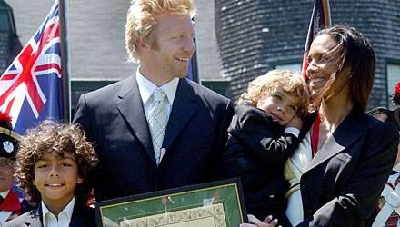 2003: Da waren sie schon geschieden: Barbara und Boris Becker mit ihren Söhnen Noah und Eliah bei einer Ehrung in Newport.