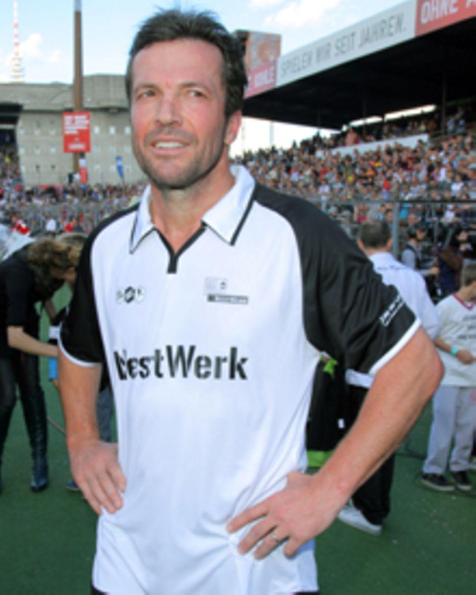 Lothar Matthäus zeigt sich bei einem Benefiz-Fußballspiel in Hamburg wieder mit Ehering