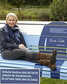 Cornelia Poletto macht es sich auf dem Reiterhof auf Gut Tangstedt gemütlich.