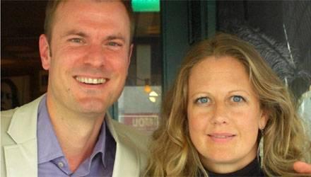 """Gala-Redakteur Alexander Nebe traf Barbara Schöneberger zum Interview in der Berliner """"Paris Bar"""", einem ihrer Lieblingslokale."""