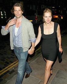 Kate Winslet ist glücklich mit Model-Freund Loius Dowler.