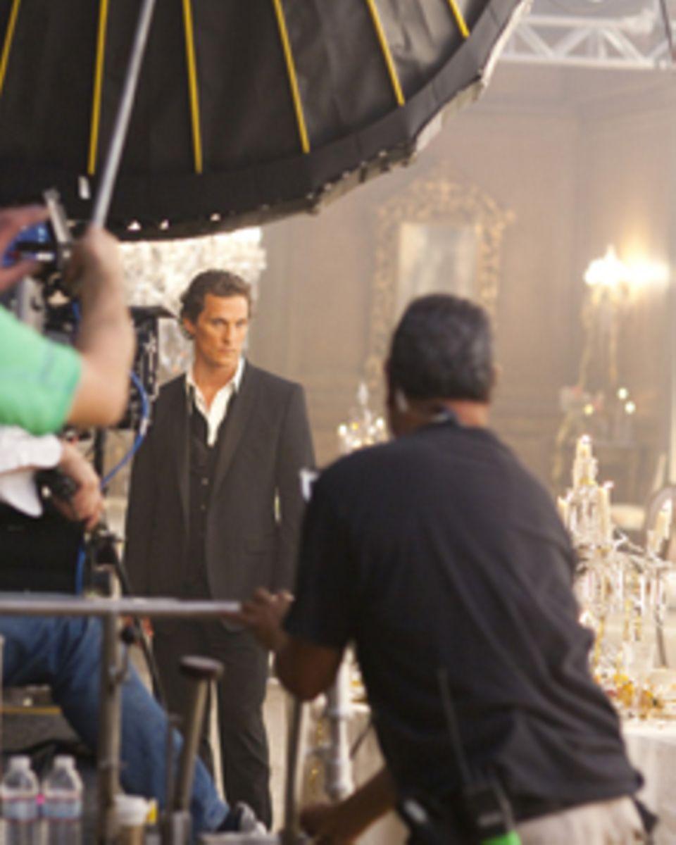 Matthew McConaughey konzentriert sich am Set für Jean-Baptiste Mondino.
