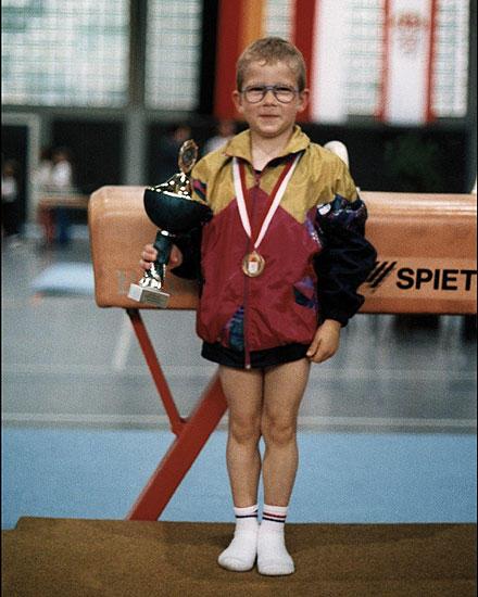 1994 durfte Fabian Hambüchen bei den Hessischen Jugendmeisterschaften zum ersten Mal mitturnen. Mit sechs wurde er Hessenmeister