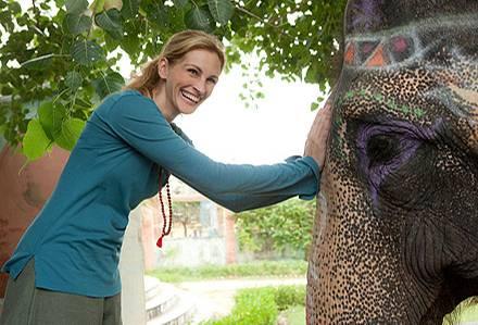 In Indien findet Elizabeth Gilbert (Julia Roberts) tiefe Entspannung und Glück.