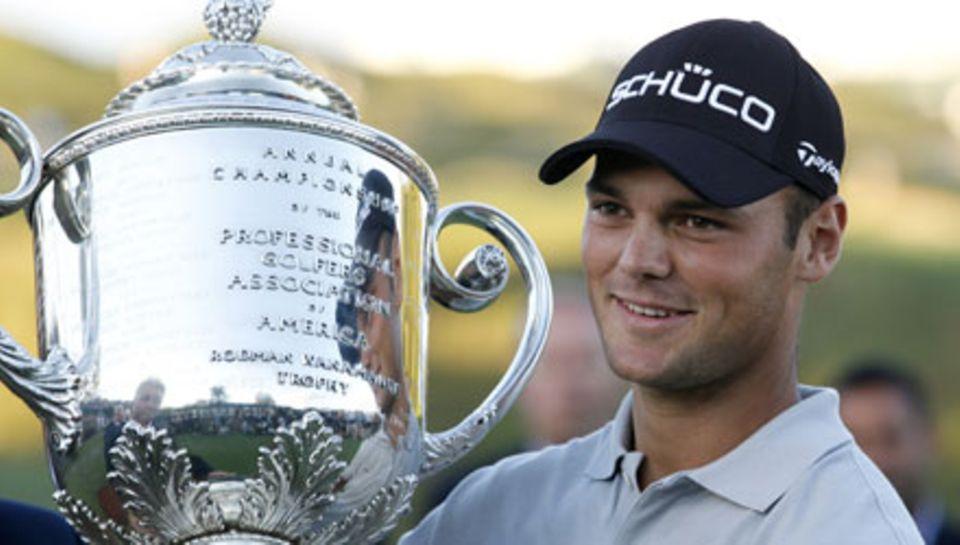 Pokal-Held: Martin Kaymer mit der Trophäe der PGA-Championship im August. Es war der erste Major-Turnier-Sieg eines Deutschen se