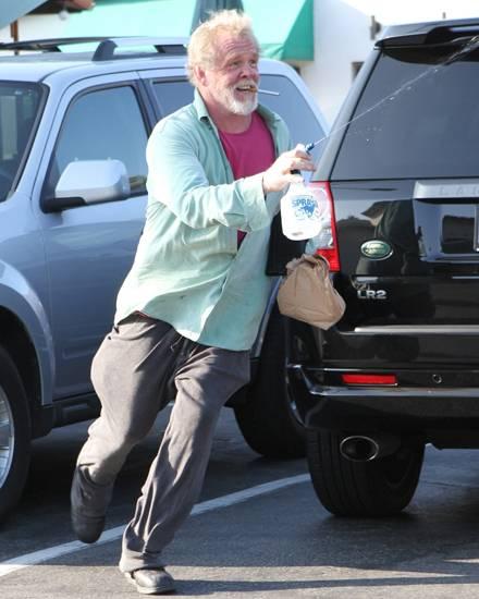 Der Hollywoodstar am 2. Oktober in Malibu beim Wasserkampf mit Fotografen.
