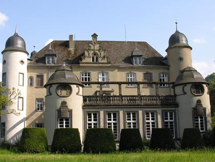 Ob Schlossgarten oder Festsaal im Schloss Burg Namedy können sie den schönsten Tag im Leben zum unvergesslich machen.