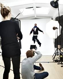Tom Kaulitz zeigt beim Fotoshooting für Reebok vollen Einsatz.