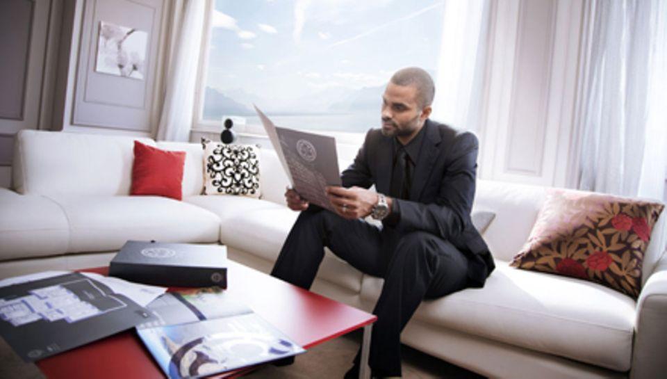 Tony Parker im Wohnzimmer seines neuen Domizils.