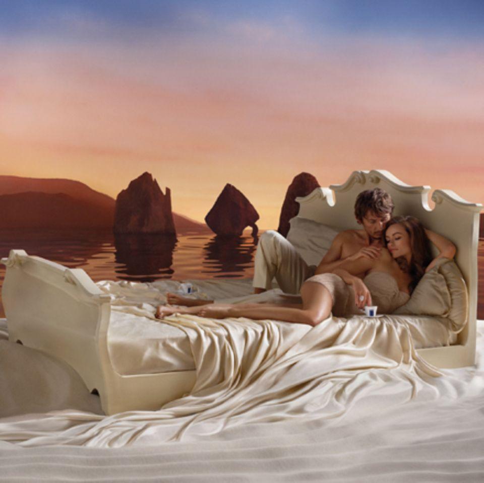 Olivia Wilde und Ehemann Tao Ruspoli modeln für den Lavazza Kalender.