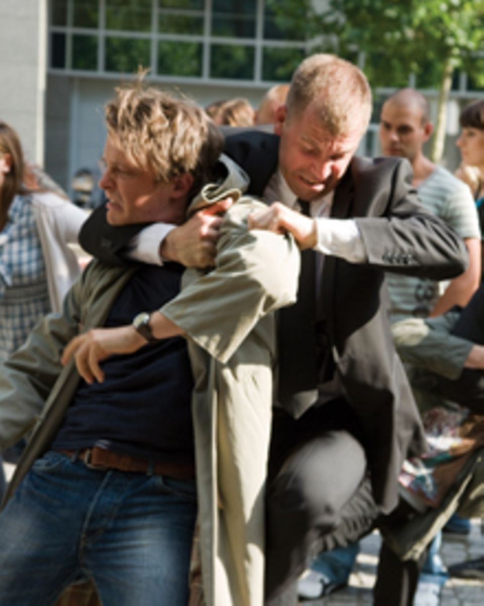 Zu Beginn des Films orgsnisiert Konstantin (August Diehl) einen Flashmob, später greift er zu radikaleren Mitteln.