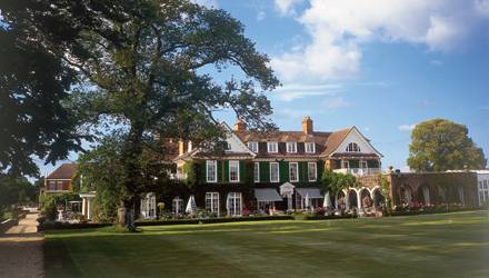 """Naturnaher Luxus in England! Die Kräuter für die Treatments im """"Chewton Glen Hotel & Spa"""", Hampshire, baut Chefgärtner Darren gl"""