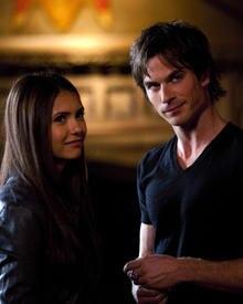Stefans böser  Bruder Damon zeigt ebenfalls Interesse an Elena.