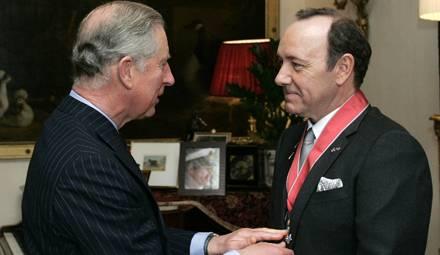 Prinz Charles verlieh Kevin Spacey den Orden am Mittwoch, 3. November, in einer privaten Zeremonie in Clarence House.